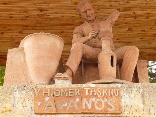 potter craft statue