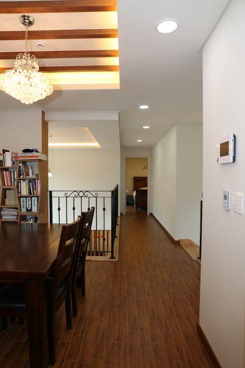 power house corridor family rooms