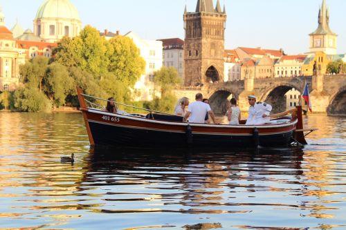 prague river rowboat