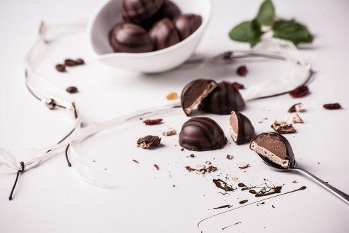 praline dessert chocolate