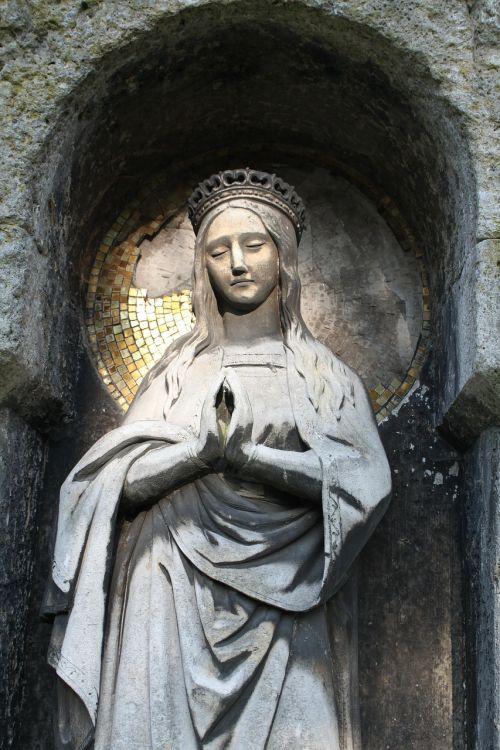 pray holy woman