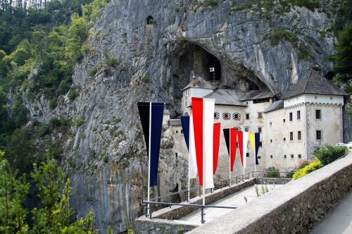 predjama predjamski grad castle