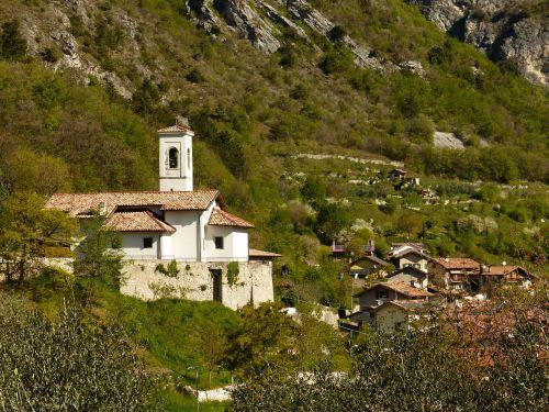 pregasina village church