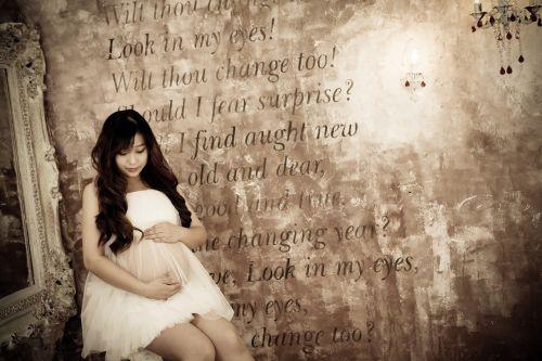pregnant women but isaac childbirth