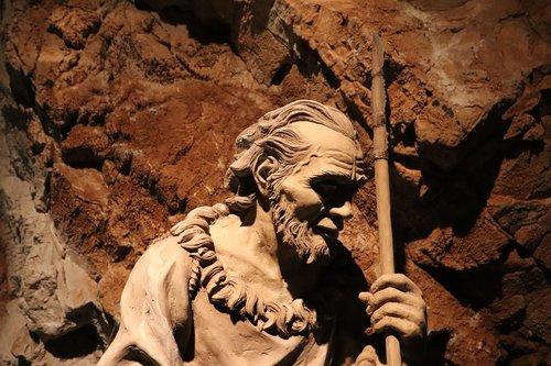 prehistoric  sculpture  cave