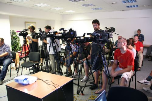 press conference journalist media
