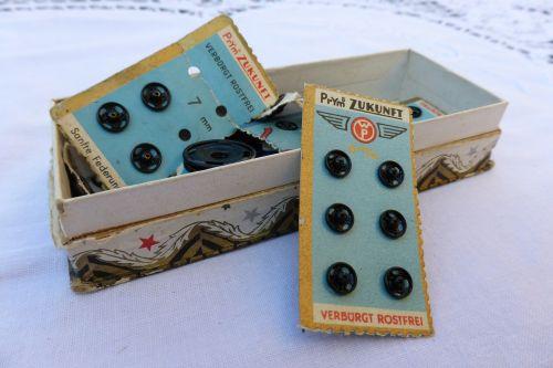 press-studs buttons sew