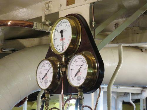 pressure gauge engine ship