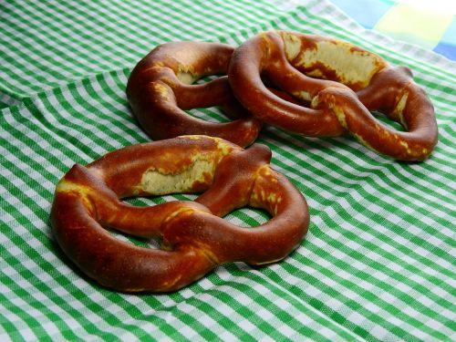 pretzel baked goods baked