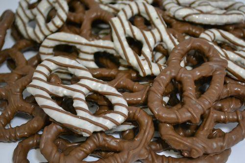 pretzels chocolate dessert
