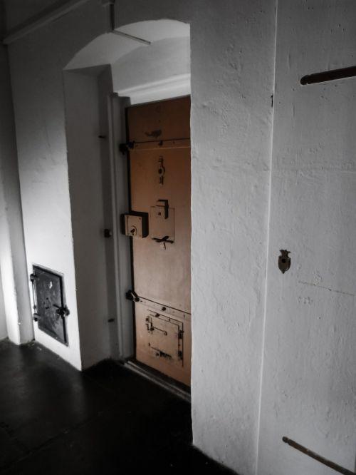 prison slammer prison cell