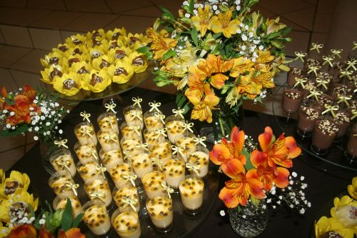 prom sweet table yellow