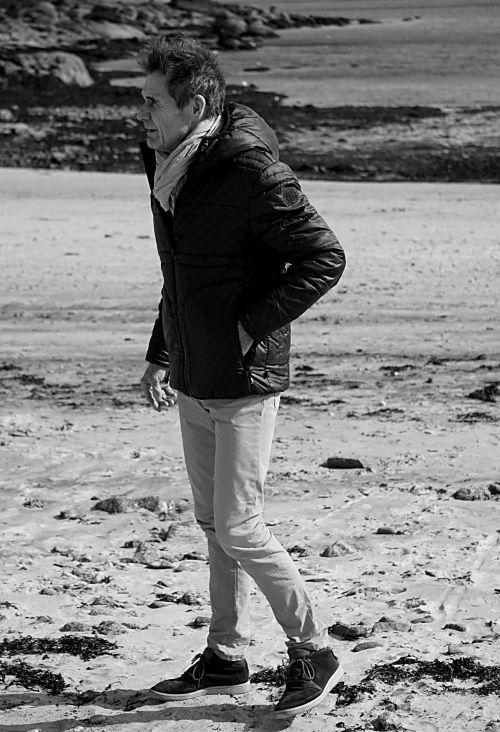 vyras, charakteris, vaikščioti, juoda & nbsp, balta, smėlis, vienatvė, vaikščioti