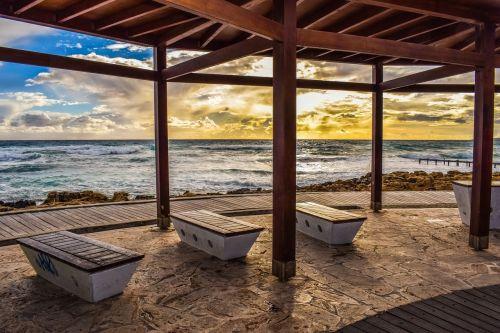 Promenada,jūra,stendas,kioskas,atsipalaidavimas,pajūris,dangus,debesys,saulėlydis,popietė,ayia napa,Kipras