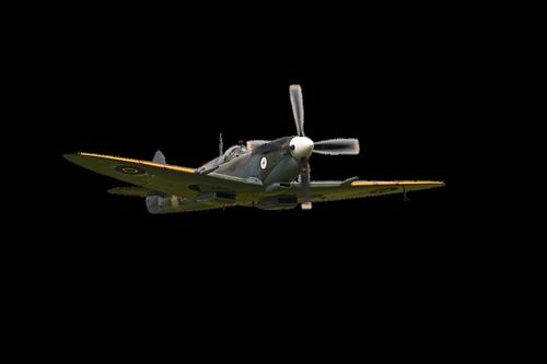 propeller  aircraft  flying