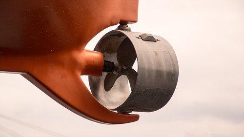 propeller  ship  movement