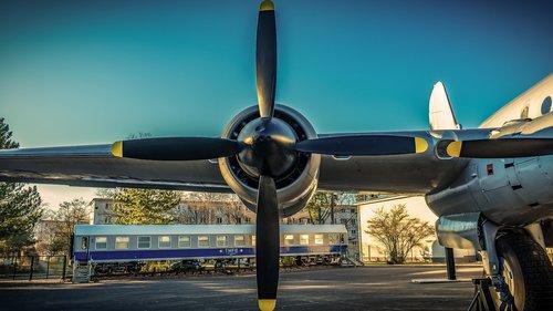 propeller  aircraft  wing