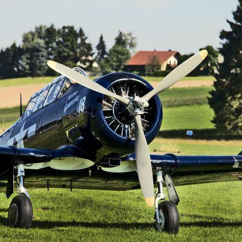 propeller plane aircraft aviation