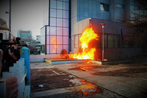 protest vandalism riot
