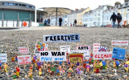 protest models art