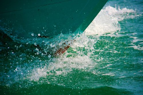 prow boat wave