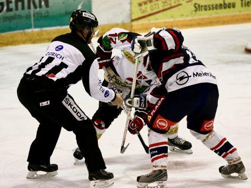 puck einwurf referee hockey player