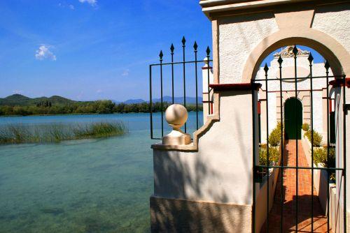 Gateway To The Lake