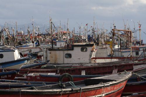 puerto natales boats fishermen