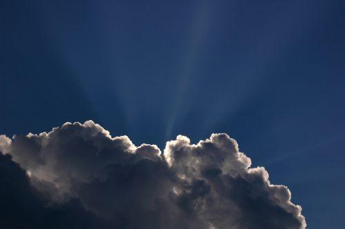 Puffy Cloud Sun Rays