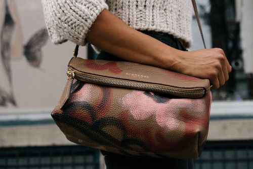 purse woman pattern