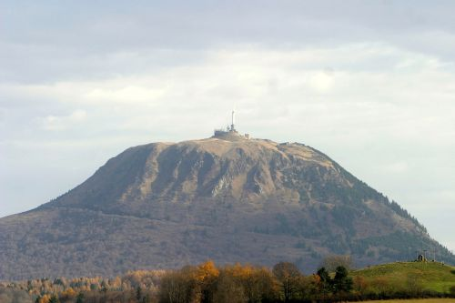 puy de dôme mountain volcano