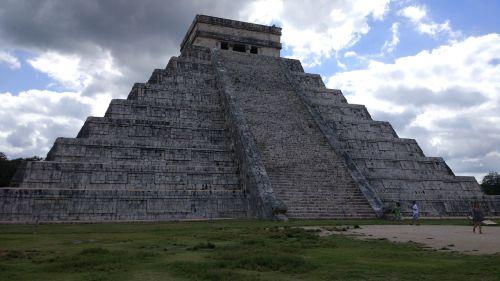 pyramid travel old