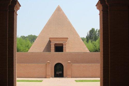 pyramid  maze  fontanellato