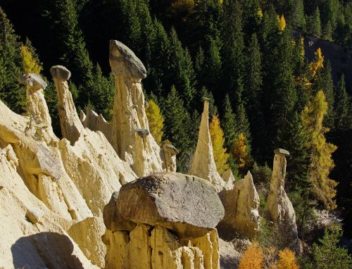 pyramids,earth,stones,plata,pusteria,south tyrol,earth pyramids,autumn,larch,colors,trees,forest,torre,italy,mountain,nature,sassi,boulders,erosion,valle,rock,color,dolomites,mountains,branch