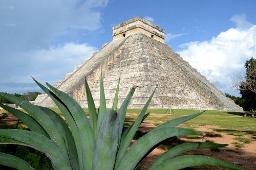pyramids mayan ruins