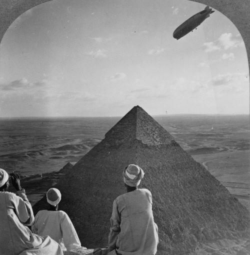piramidės,gizeh,graf zeppelin,1931,zeppelinas,juoda ir balta