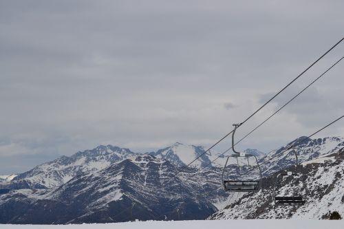 pyrenees boi taull mountains