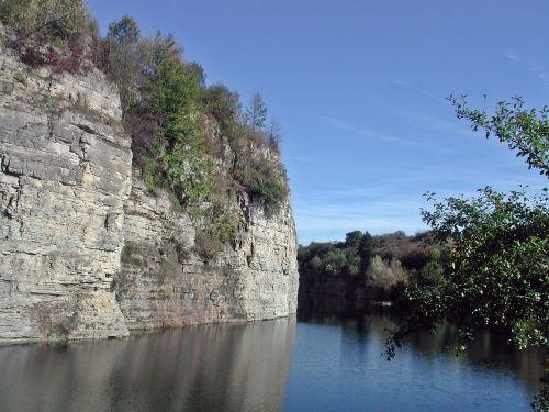 quarry reusten commemorative path