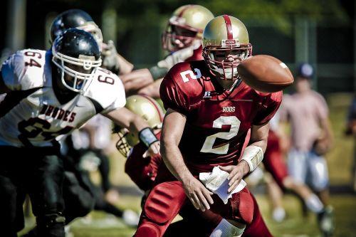 quarterback pitch action