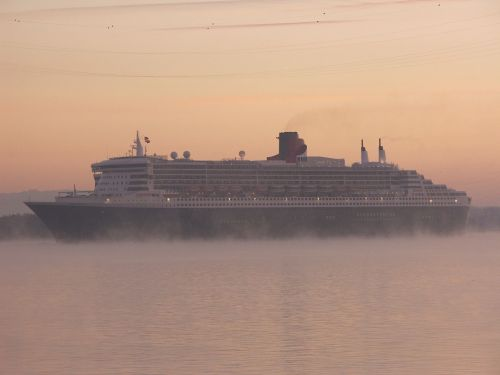 queen marie 2 fog shipping