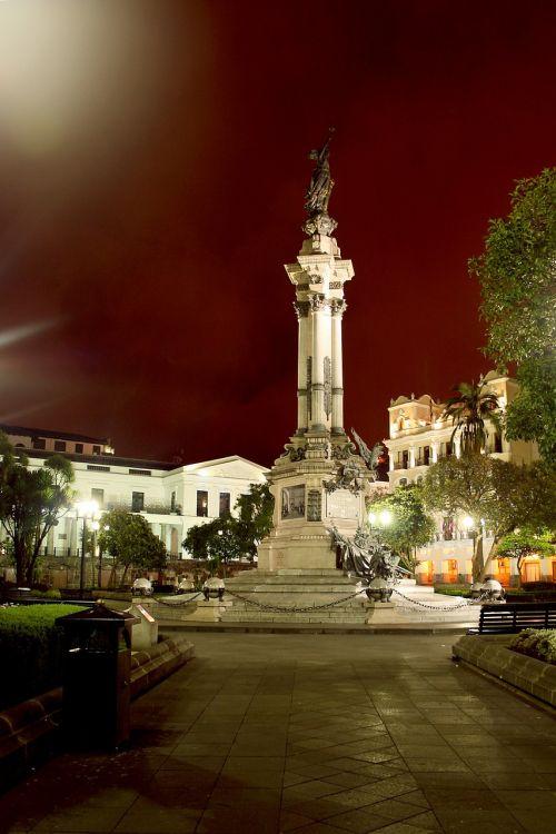 quito ecuador,istorinis centras,nepriklausomybės aikštė