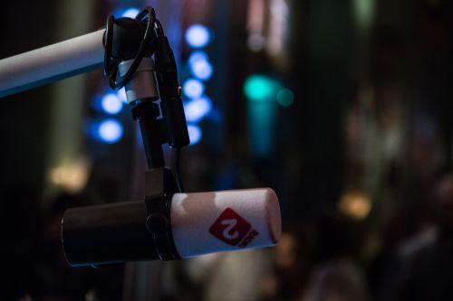 radio microphone talk