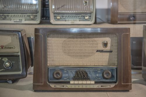radio tube radio antique