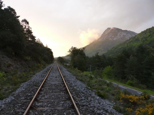 rail rails track