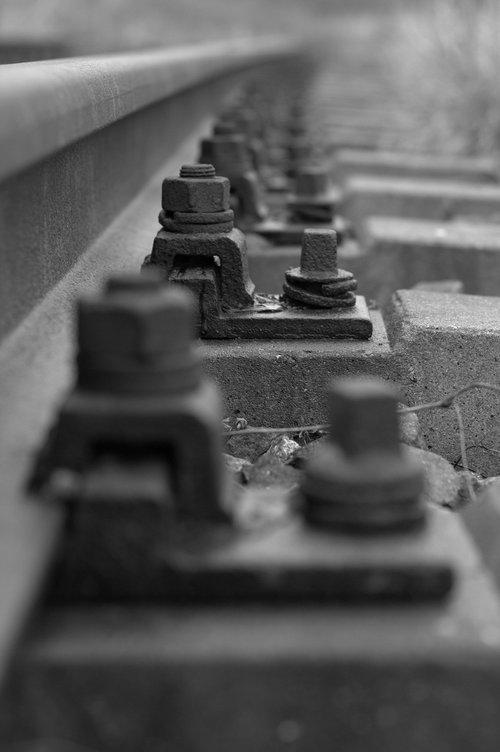 rail  threshold  screw