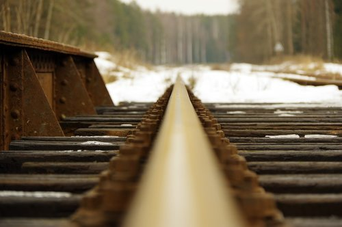 rails  screw  flyover