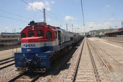 railway train the railroad line