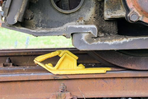 railway stumbling block braking device