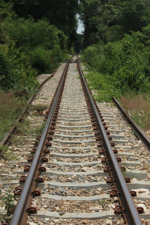 railway parallel tracks