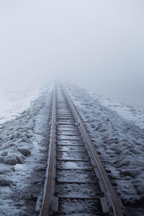 railway embankment snow gleise
